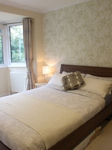 Beautiful Room only 30mins from Central London - Purley - Casa