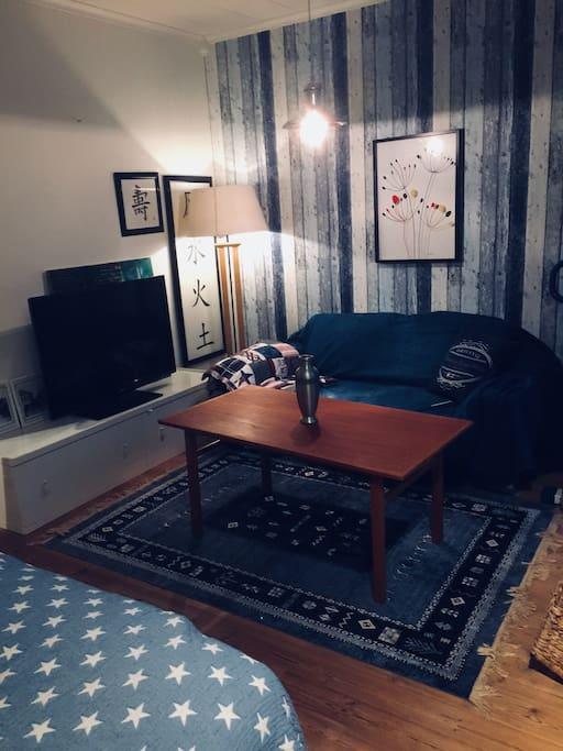 Sovrum 2 med en 2, 5 sitssoffa