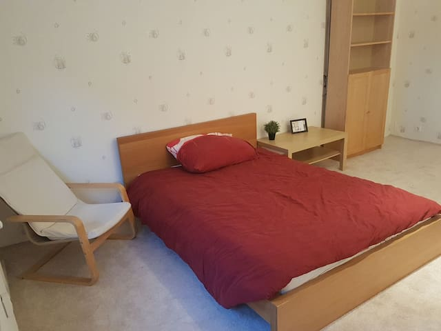 BUDGET DOUBLE Room for Short-term Rental
