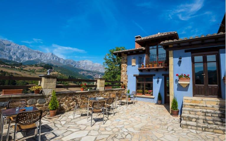 Posada Mirador de Picos. Habitación con balcón.