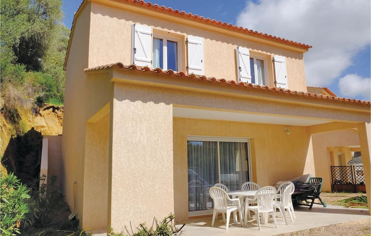 Holiday cottage with 2 bedrooms on 67m² in Porticcio