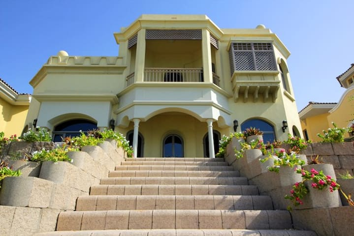 3BR Beach Villa | Private pool | Palm Jumeira - ドバイ - 別荘