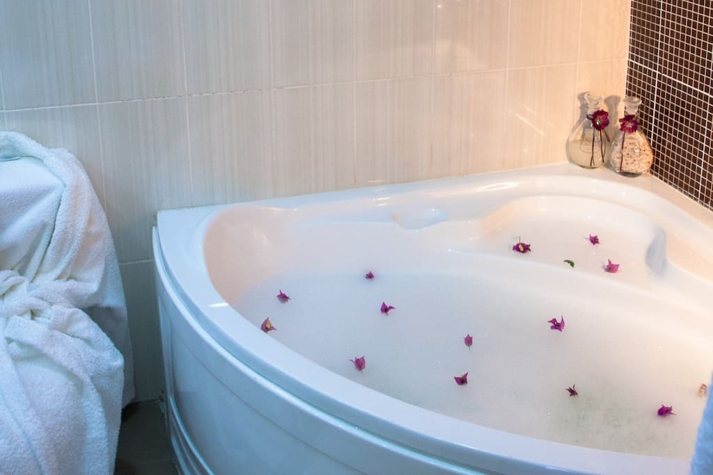 Honeymoon Suite Bathtub