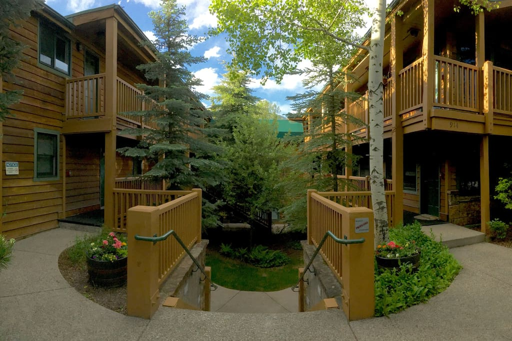 Welcome to 914 Waters Ave ~ A quaint condo complex 2 blocks from the Gondola & Aspen core