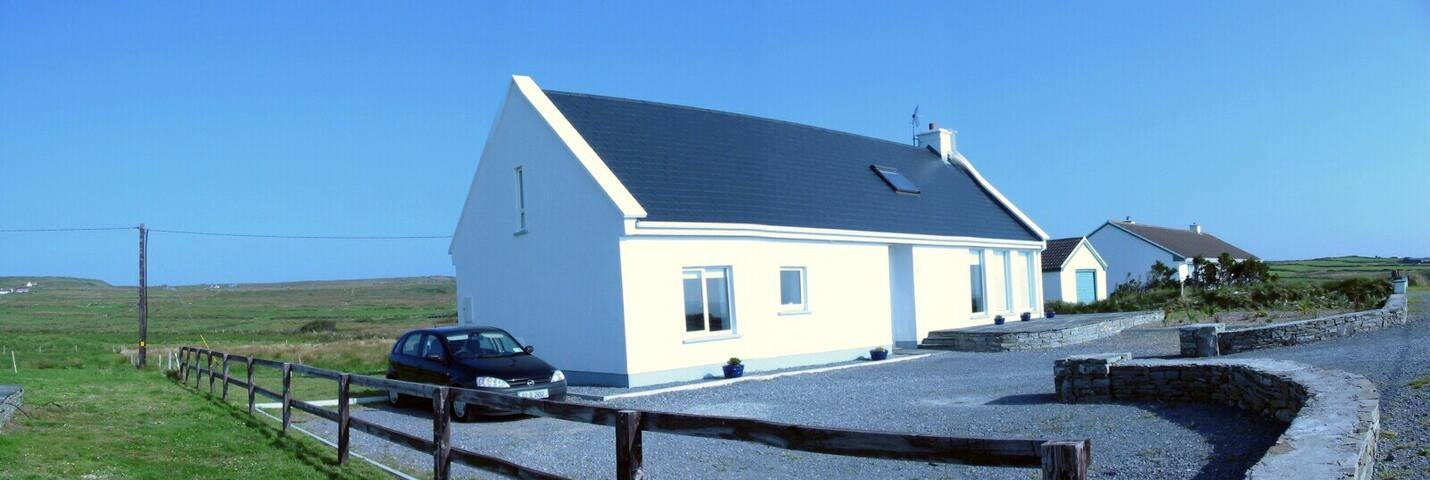 Ciunas na gCnoic Hillside Cottage - Liscannor - House