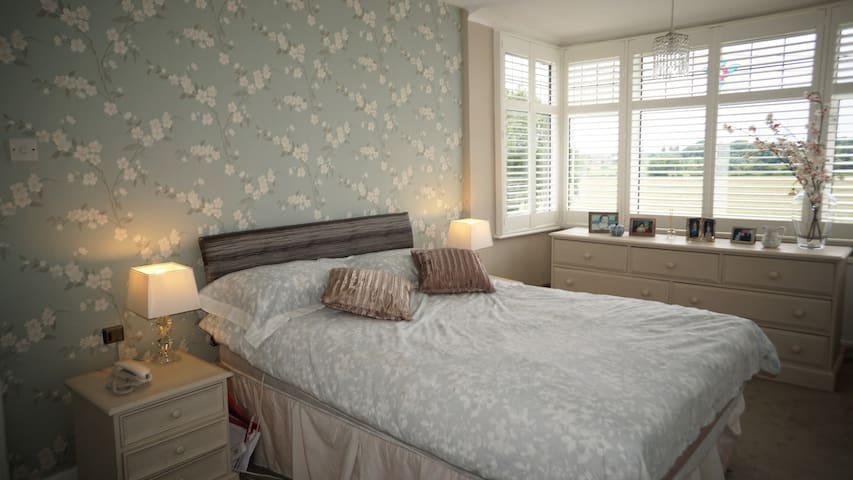 Fantastic large double room - Watford