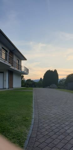 Villa con parco immersa nel verde, 10 min.dal lago