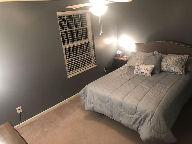Bedroom 1 - Queen Bed (photo 3 of 3)