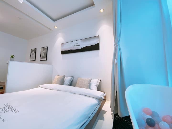 [一夕]紧临勒泰北国商圈,地铁一号线二号线直达,设计师尽心设计时尚摩洛哥风格9浴缸房