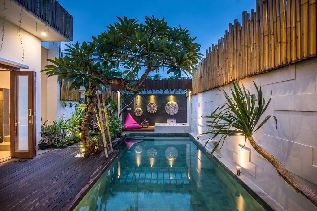 Pool & Bale Bengong
