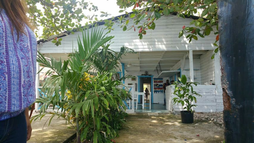 Charming beach house in La Cienaga! - La Ciénaga - Casa