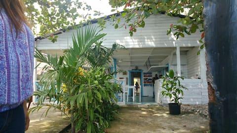 Charming beach house in La Cienaga!