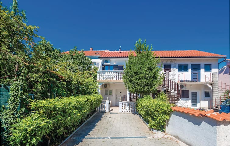 Holiday apartment with 2 bedrooms on 37m² in Malinska