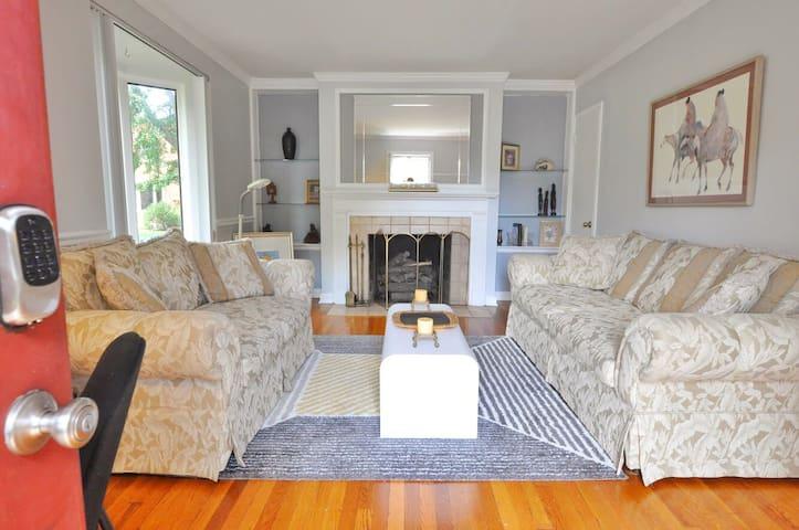 Franklin Park Hideaway- Housepitality