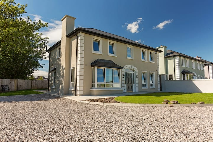 Luxury detached home with sea-view