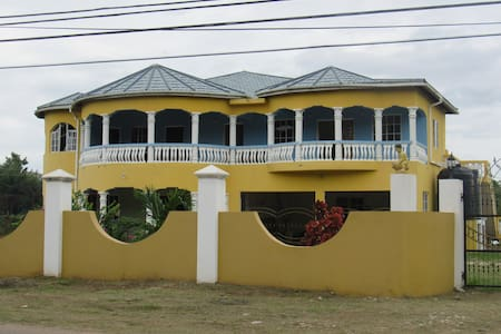 Jamaica 'Inn'ternational 4 bed houseflat with Pool