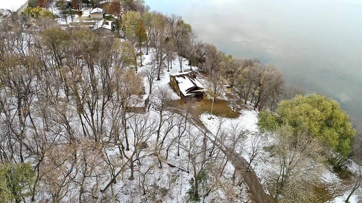 Lake Jennie Modern Cabin Retreat & 400' Lake Shore