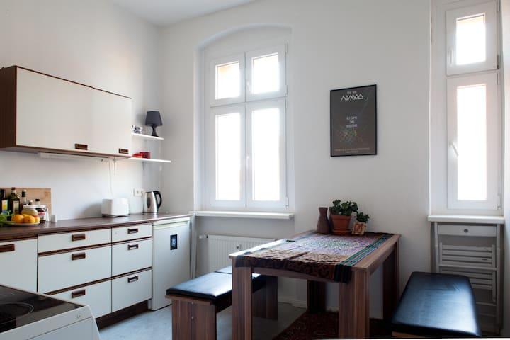 Sunny room in a great neighborhood - Berlin - Apartment
