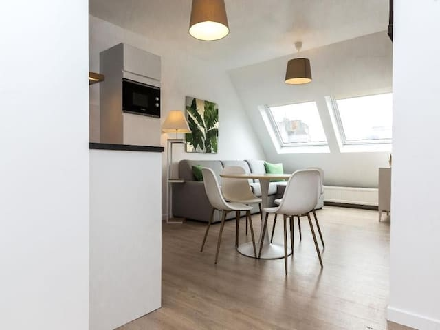 Angelo-Beautiful studio located in the EU district
