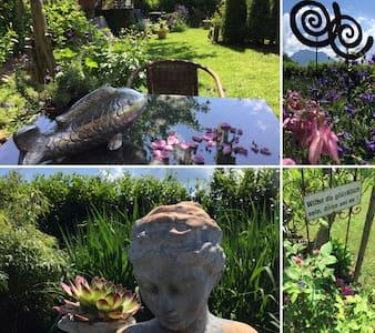 Zimmer mit Traunsteinblick & mediteranem  Garten