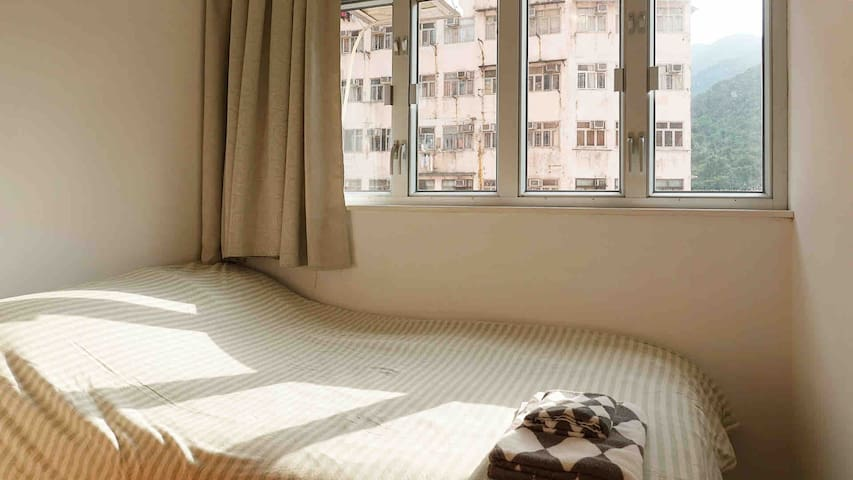 An Urban Retreat, 2 rooms, 3 min to Quarry Bay MTR
