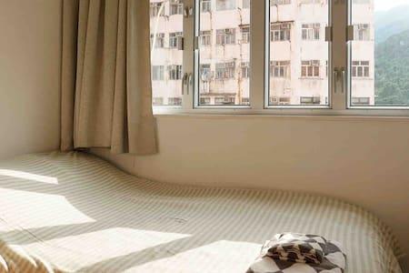 An Urban Retreat, 2 rms 3 beds, 3 min to QBay MTR