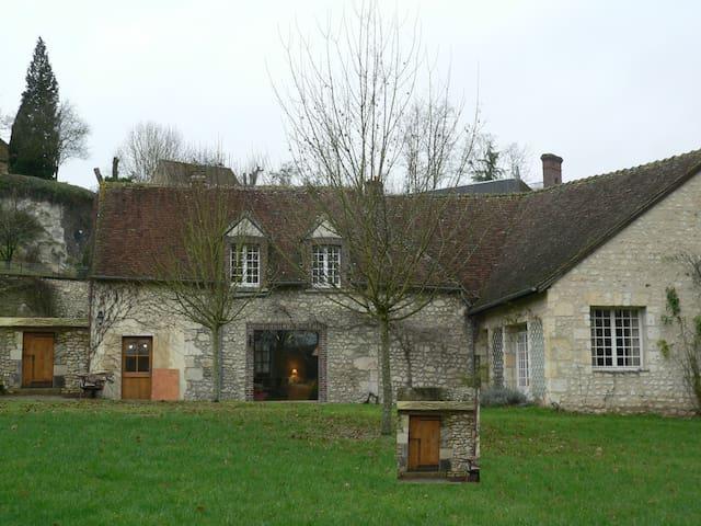 Maison percheronne au bord de la rivière - Bretoncelles