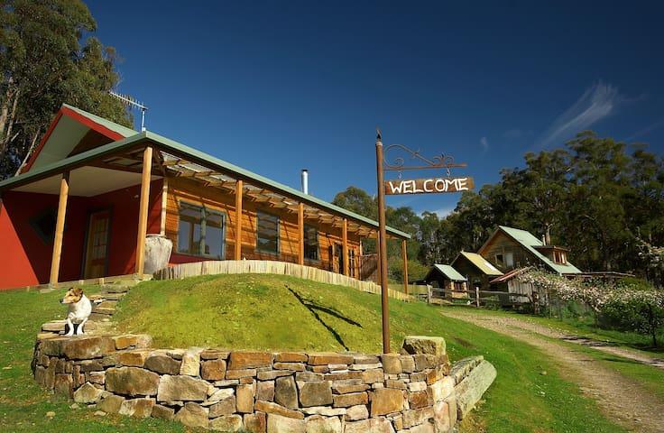 Elvenhome Eco Farmstay Tasmania - Weegena - Hus