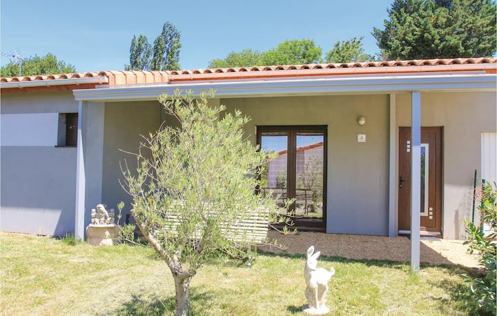 Nice home in Charols with WiFi and 3 Bedrooms