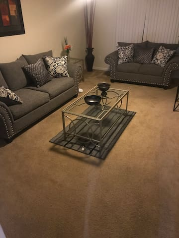 Beautiful Townhouse 2 min from Fort Bragg!!!