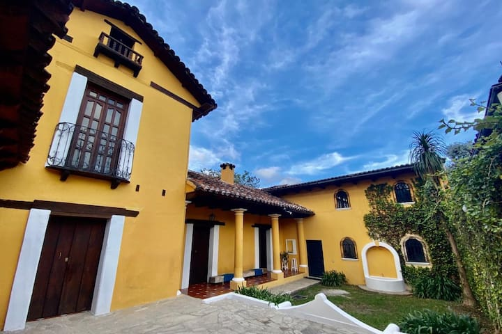 Villa Tadeo, tu hogar privado en Sancris.