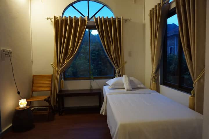 Tropical Valley Homestay - Twin room