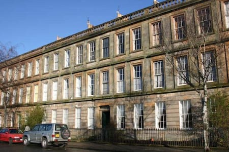 Lovely Period Large 3 Bed Ground Floor Apartment - Glasgow