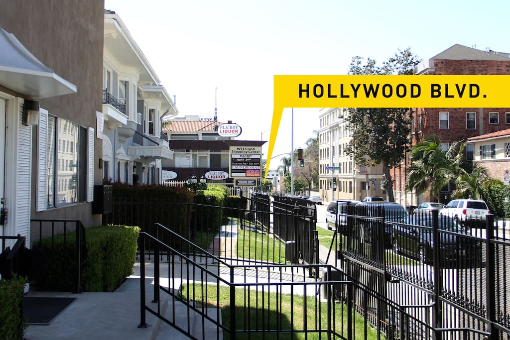2 min walk to Walk of Fame;many of Hollywood attractions and the restaurants/shops