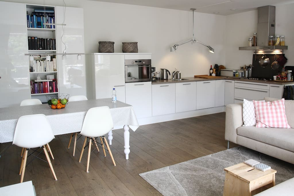 well equipped modern big kitchen with gas cooker, dish washer, microwave/oven, coffeemaker, watercooker, toaster, fridge