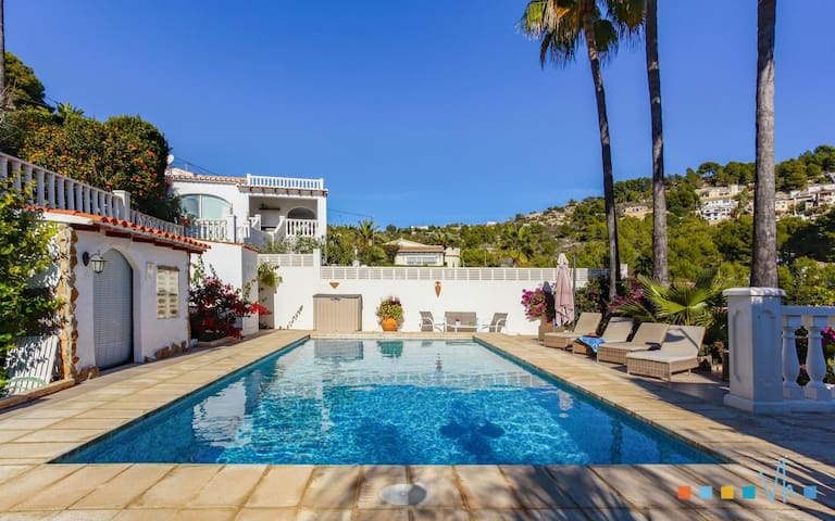 MERLIN - Holiday villa 3 km away from the cove Baladrar with private pool