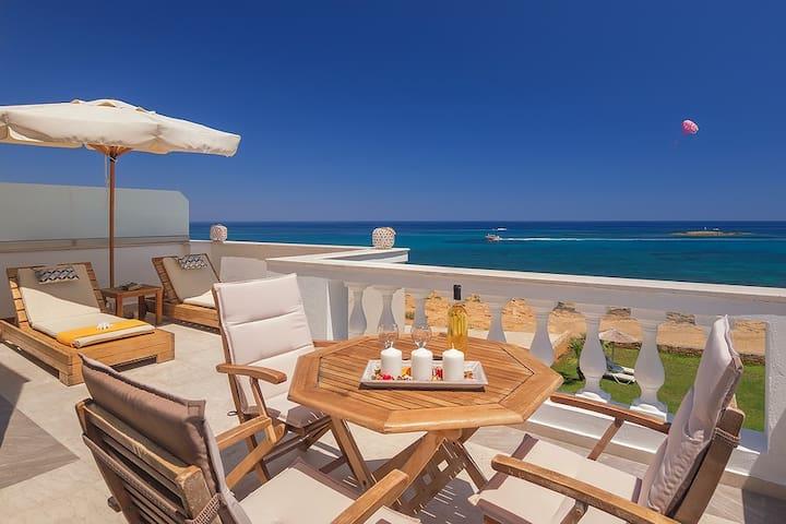 Pyrgos hotel, junior suite front sea view&hot tub