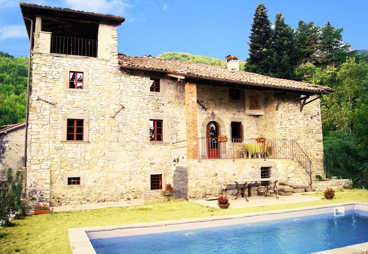 17C villa, private pool in medieval village
