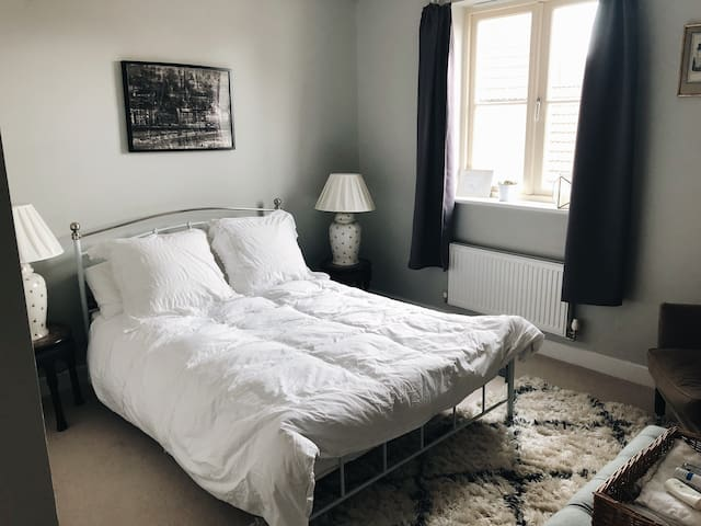 Private double room in historic village near Bath