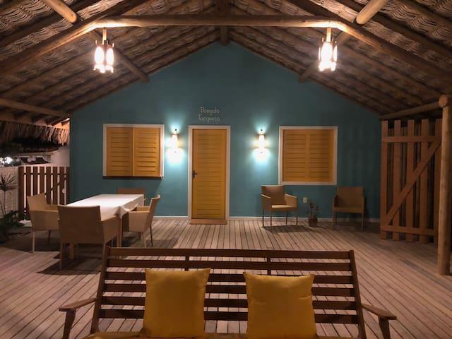 Bangalô Turquesa - Pé na areia