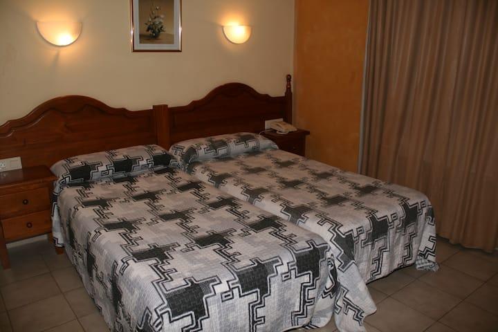 Habitación tres camas Andorra-La Cortinada/Ordino