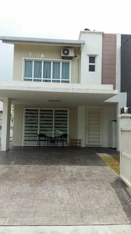3Bedroom2bath, for 8, Semi-d@Pearl132, Seremban2 - Seremban 2 - Haus