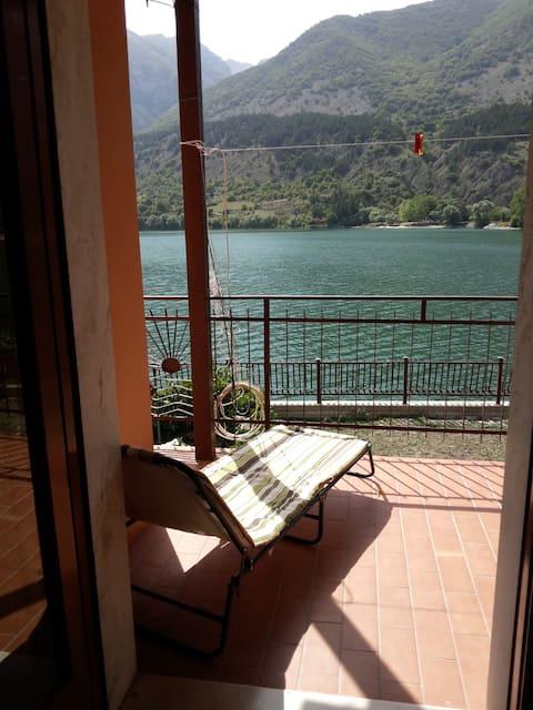 Villa con giardino e camino sul Lago di Scanno