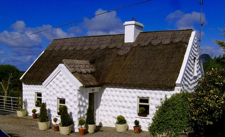 Thatch Cottage near the Burren 30 mins to Galway