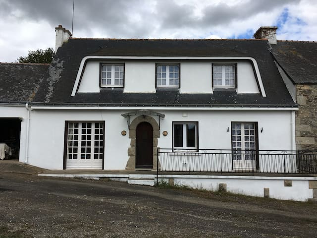 Beautiful private 4 Bedroom Home, Naizin, Brittany