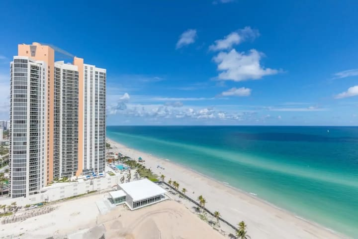 One -BR Apartment at Sunny Isles *Sleeps 4 people*
