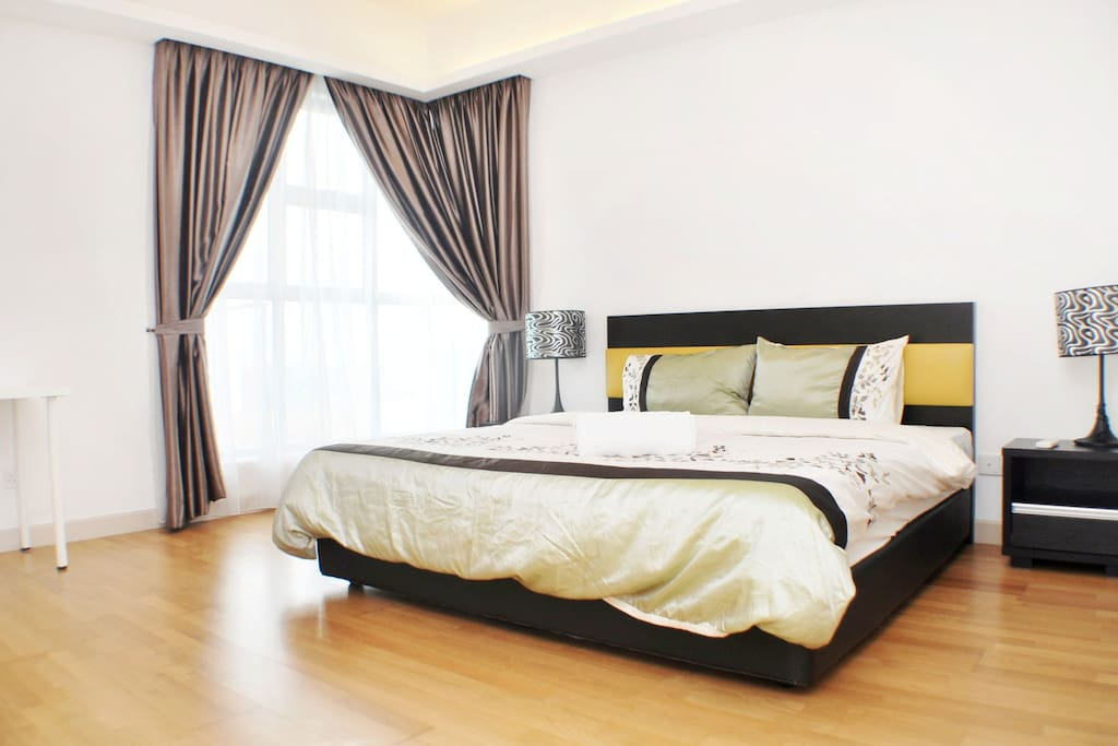 Have a good night sleep with sweet dream in this spacious Master Bedroom to