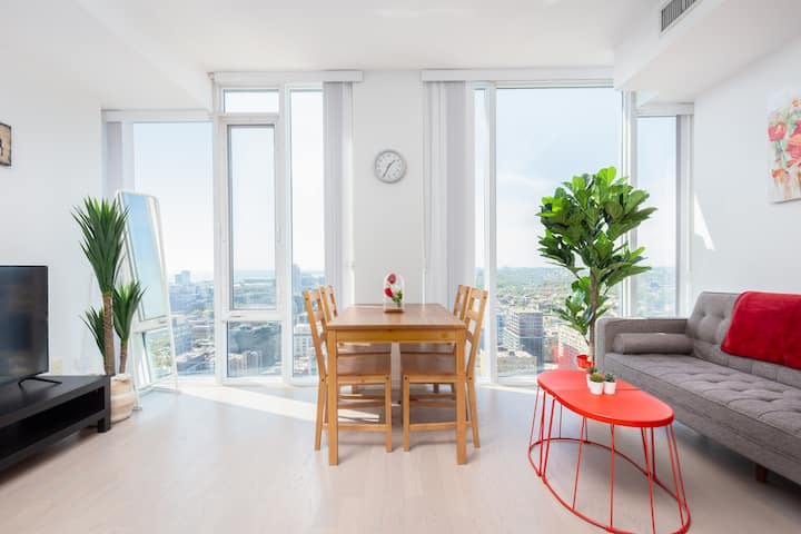 Royal 30th Floor Unobstructed Views + Many Plants