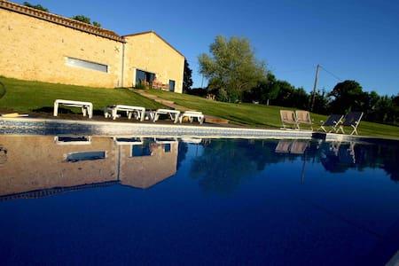 Wonderful house in Périgord , heated pool