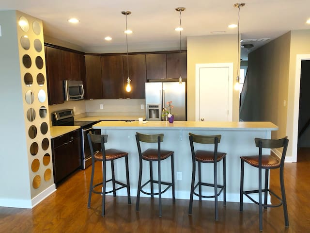 Modern Upstairs Condo in Fall Creek Place